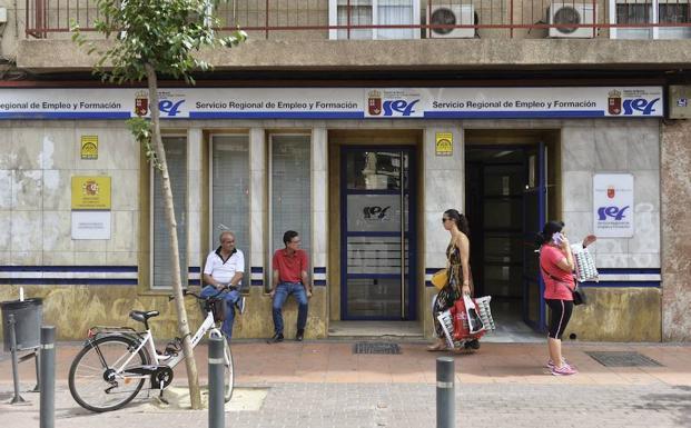 Oficina del SEF en Murcia (foto de 'La Verdad').